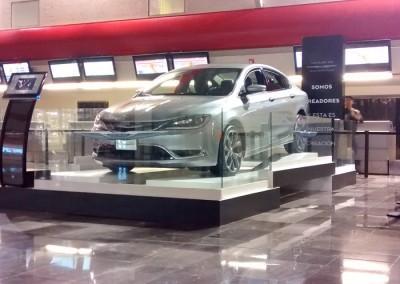 Chrysler 200. Creando impacto en los viajeros del Aeropuerto Internacional de Toluca