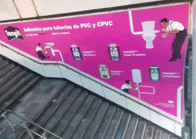 Henkel anuncia 2 de sus productos en los metros del DF y Guadalajara.