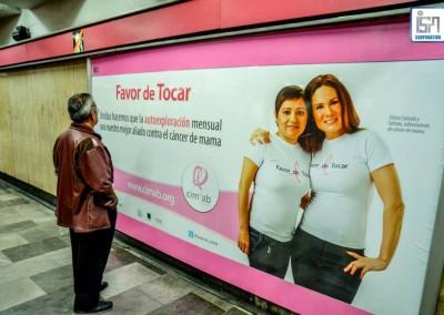Los espacios publicitarios en el Metro se visten de rosa