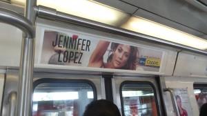 Coppel se sube con Jeniffer López al Metro DF