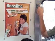 """""""El Vítor"""" se sube con su Bonafina al Metro DF"""