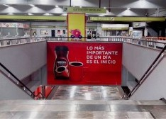 Nescafé despierta a los usuarios del Metro DF