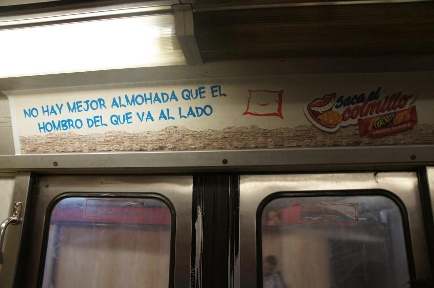Crackets, irreverente, divertido y certero en el Metro CDMX