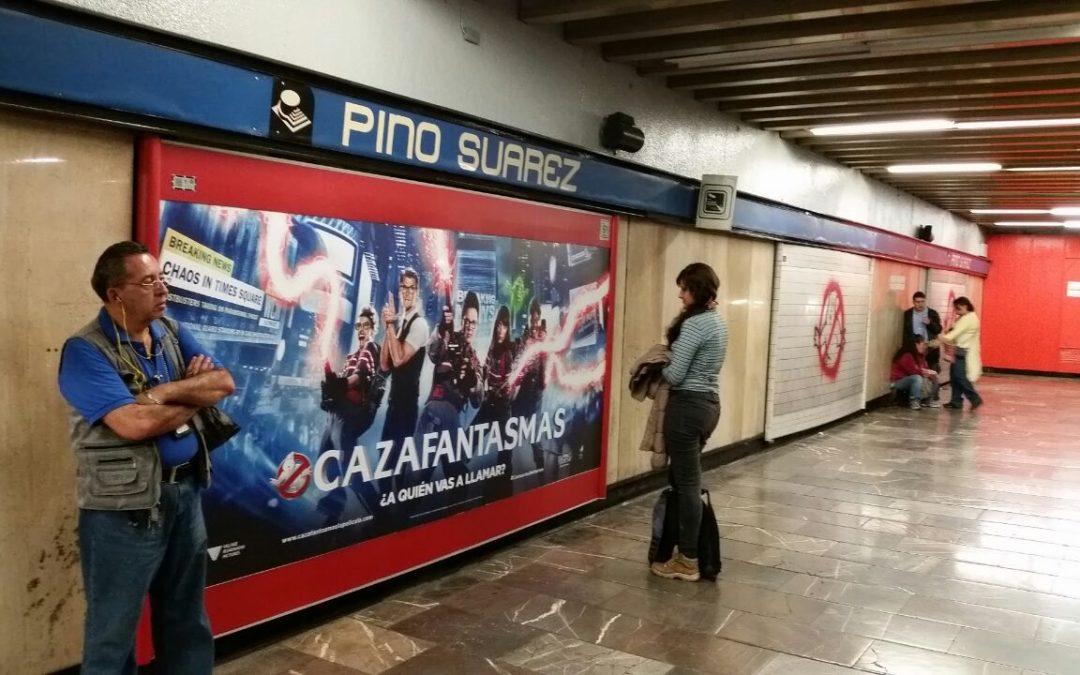 Los Cazafantasmas protegiendo a los usuarios del Metro CDMX