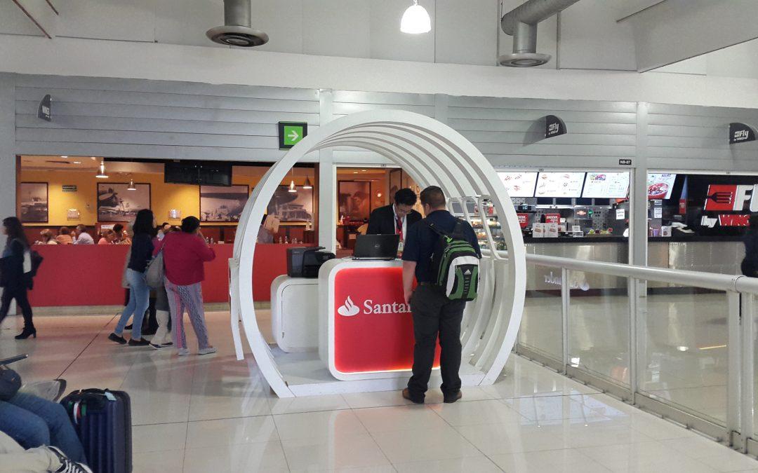 Santander aprovecha los tiempos de estadía en el AICM