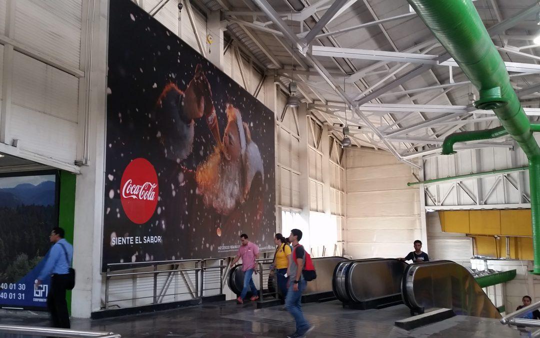 Coca Cola lleva la magia de la Navidad al Metro CDMX