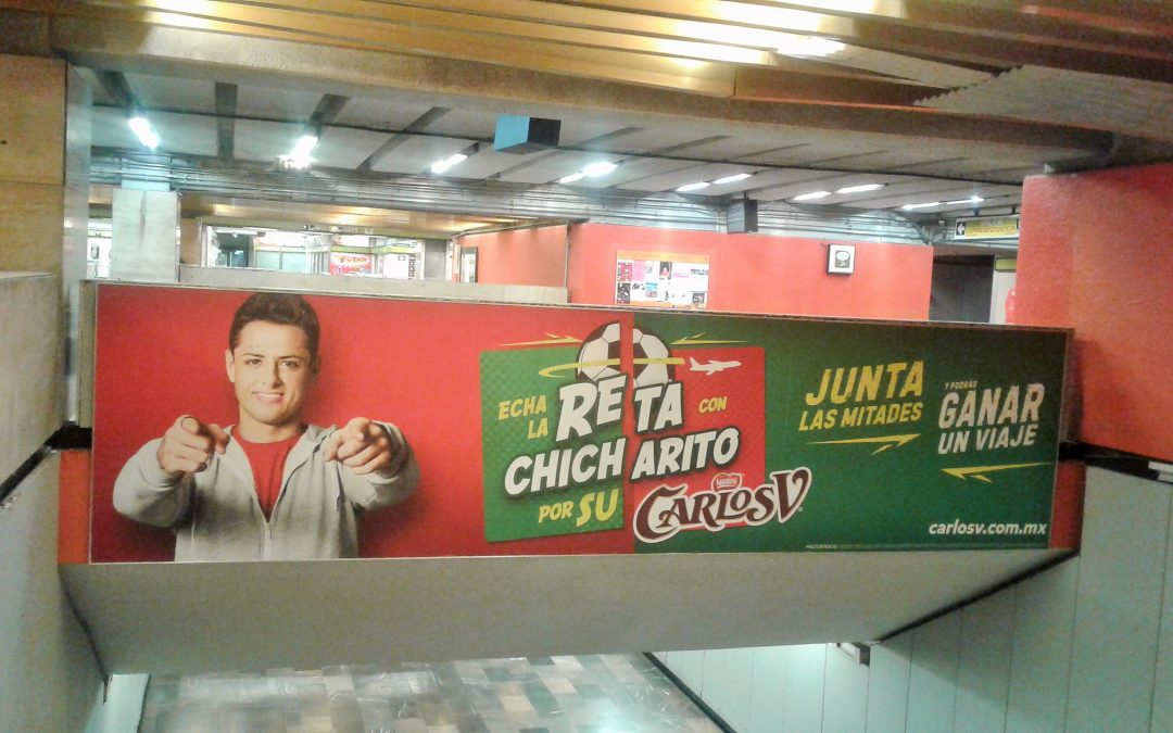 Chicharito te reta con Carlos V en el metro CDMX